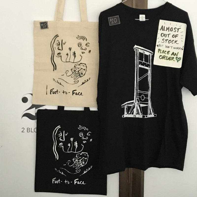 Foot-To-Face had these great minimal totes